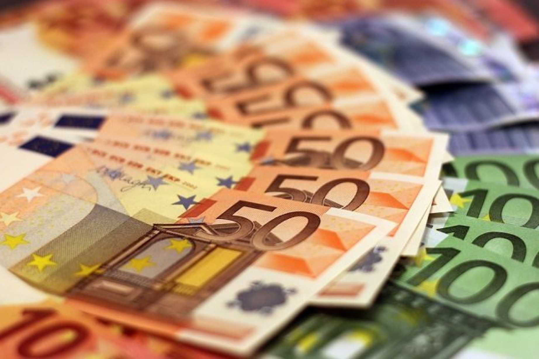 The Euro Rises On Strong Economic Data