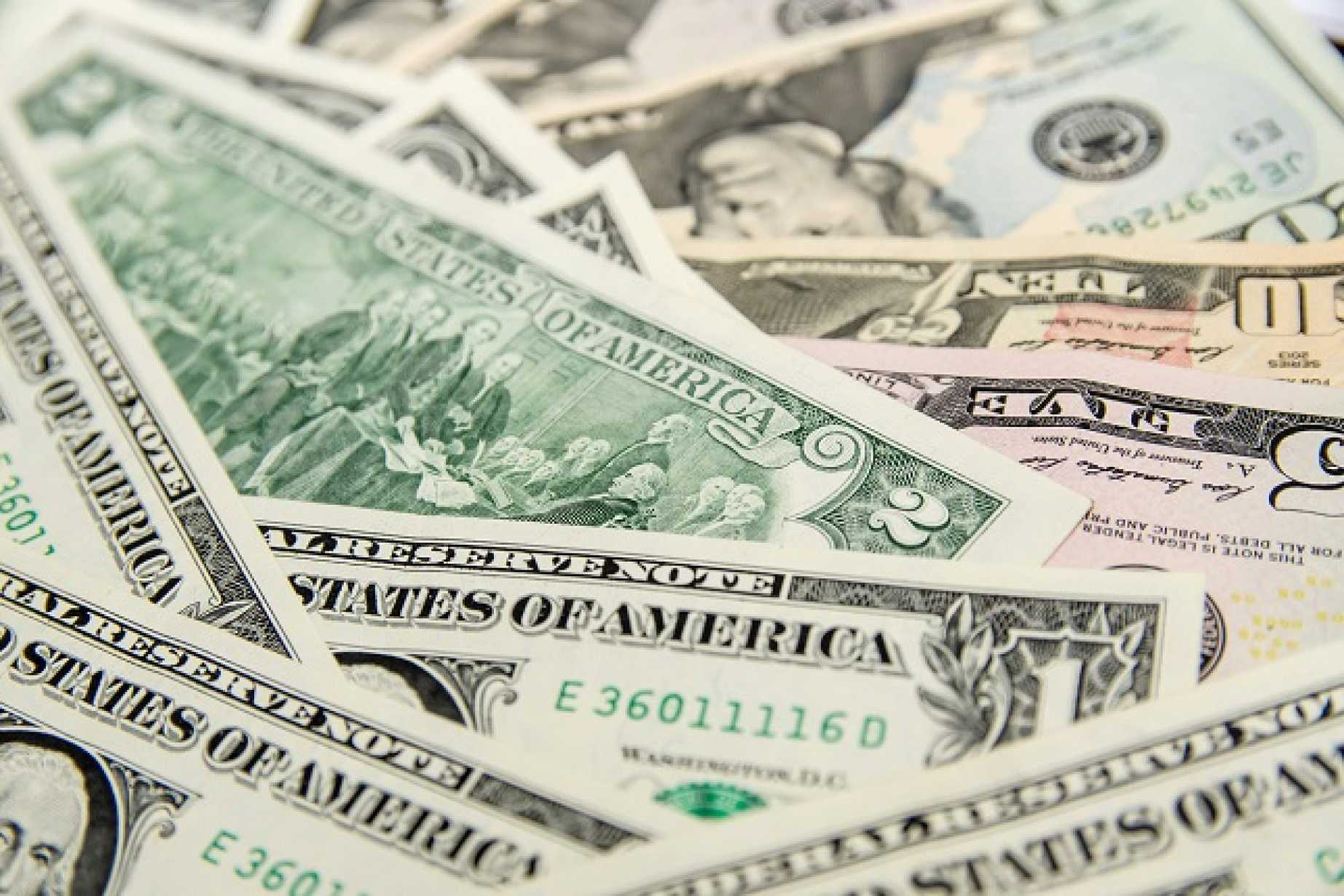 Manages To Withstand Renewed Dollar Drive