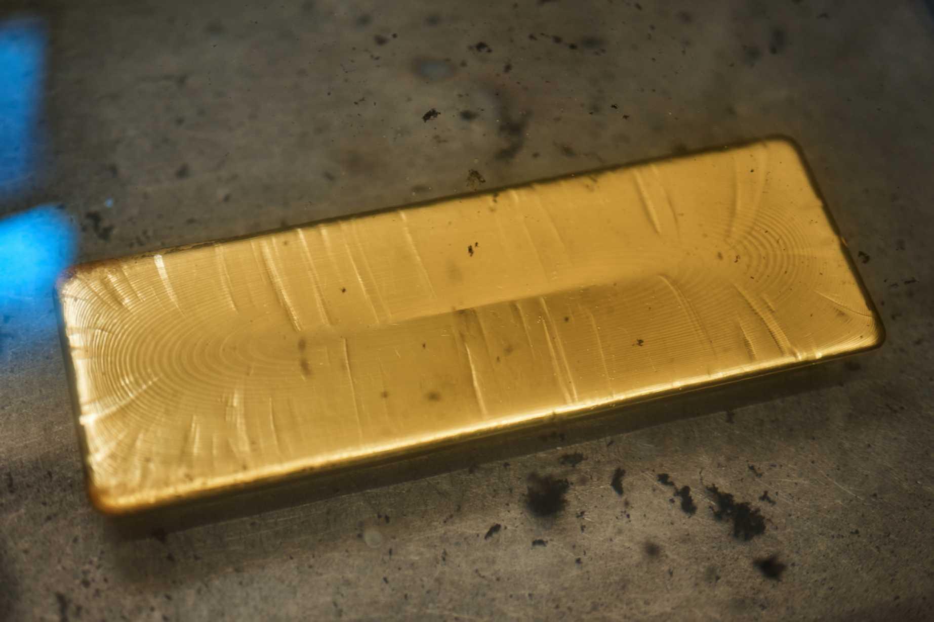 Oro y plata extienden escalada y operan en nuevos máximos ...