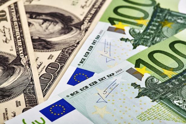 FOREX-Dollar climbs vs euro