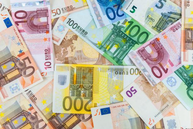 EUR/USD Price Forecast - Euro rallies to start week