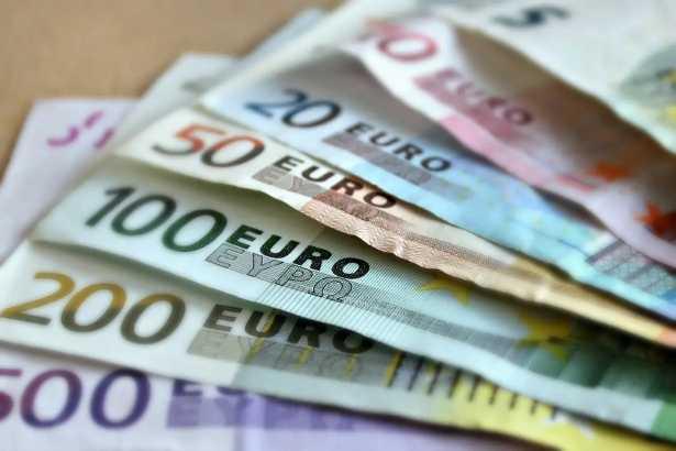 Euro inicia con salto al alza una semana de inflación, PIB y bancos centrales