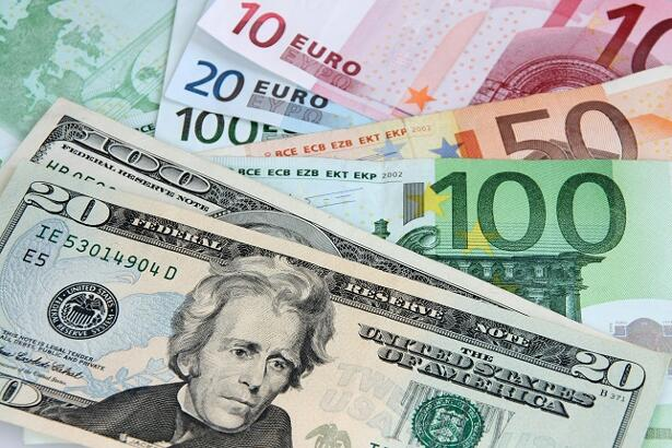 EUR/USD Weekly Price Forecast - Euro Bounces From Major Level