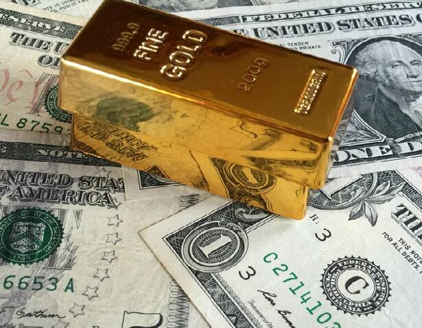 Gold bars and US dollar banknotes