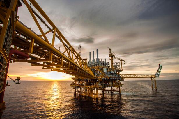 oil rig, crude oil