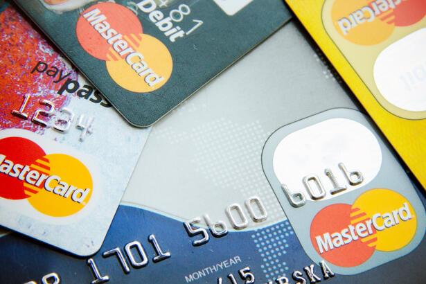 Close photo of Visa and MasterCard credit cards