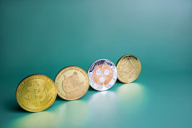 Bitcoin, Ripple XRP, Dogecoin, Ethereum crypto coins row on green background. Popular cryptocurrencies banner