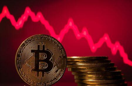 Bitcoin Struggles for Footing on Worries Over China, Leverage
