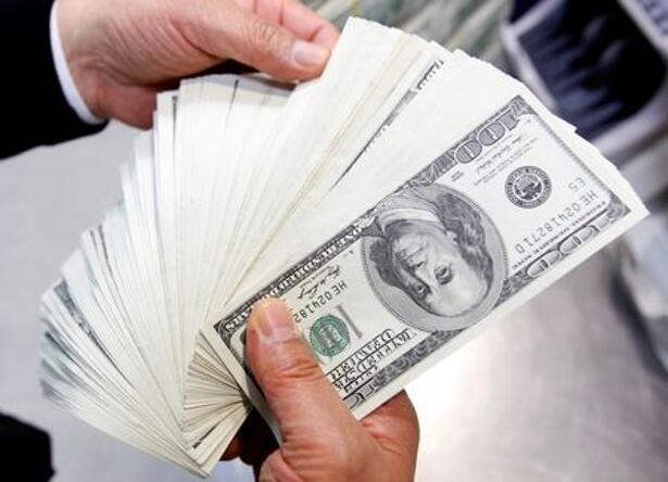 An employee of the Korea Exchange Bank counts