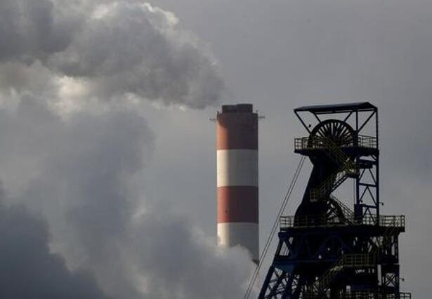 EU炭素排出枠価格が最高値、温暖化対策や投資家需要受け