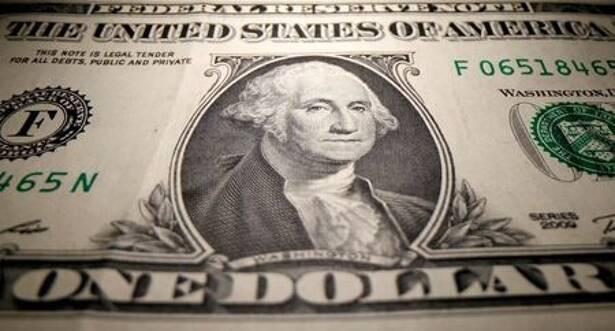 Dólar tem leve alta contra real após perdas da véspera
