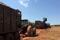 Trator carrega cana em Pitangueiras