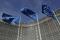 Bandeiras da UE na sede da Comissão Europeia em Bruxelas,