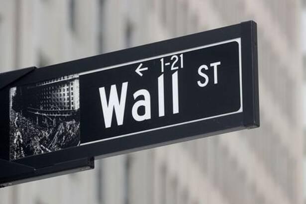 Placa próxima à Bolsa de Valores de Nova York sinaliza