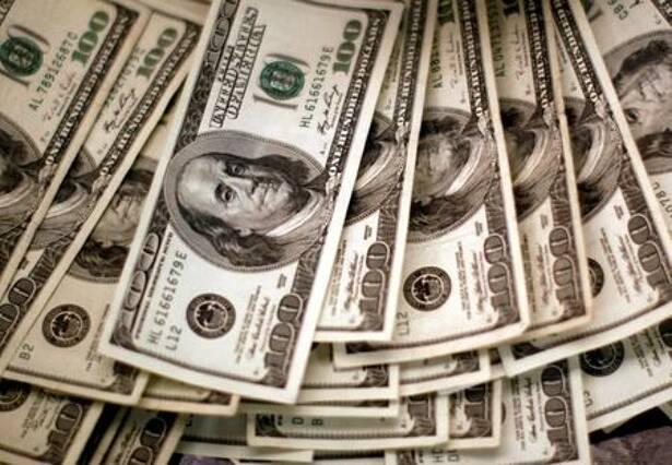Cautela internacional e ruídos domésticos elevam dólar em dia de