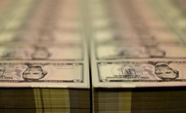 Dólar fica entre estabilidade e leve alta contra real com