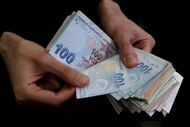 FILE PHOTO: A merchant counts Turkish lira banknotes at the