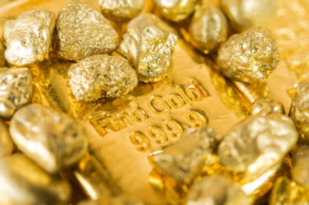Oro Abre la Semana en Rango a la Espera de Acuerdo Comercial