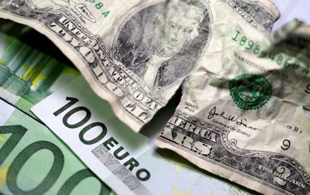 Ilustración con billetes de dólar estadounidense y de euro