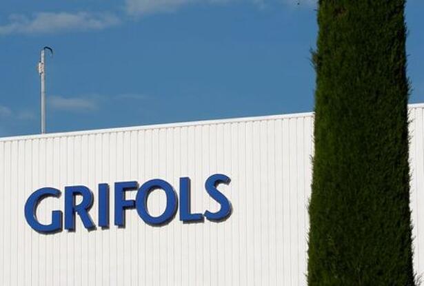 El logotipo de Grifols en el edificio de su laboratorio en Parets del Vallés, cerca de Barcelona