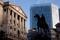 FOTO DE ARCHIVO: Una vista general muestra al Banco de Inglaterra en el distrito financiero de Londres