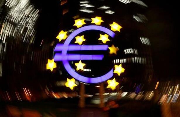 El símbolo del euro fotografiado frente a la antigua sede del Banco Central Europeo en Fráncfort