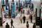 Imagen de archivo de clientes visitando la principal tienda de Macy's en la Ciudad de Nueva York, Nueva York