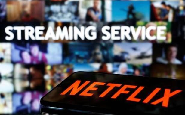Foto de archivo de un smartphone con el logo de Netflix