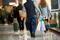 Imagen de archivo de compradores llevando bolsas con artículos que adquirieron en el Centro Comercial King of Prussia, el mayor espacio minorista de Estados Unidos, en King of Prussia, Pensilvania