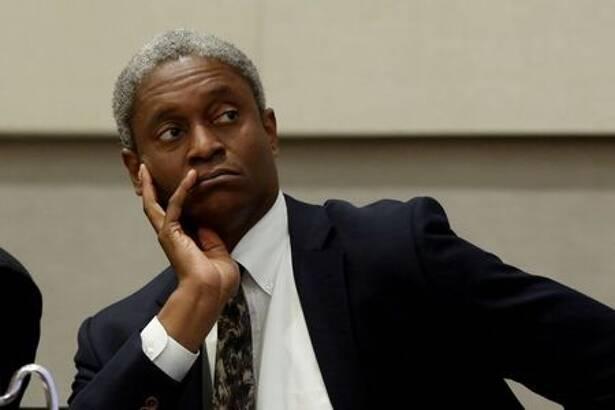 IMAGEN DE ARCHIVO. El presidente de la Reserva Federal de Atlanta, Raphael Bostic, participa en un panel de discusión en Atlanta, EEUU