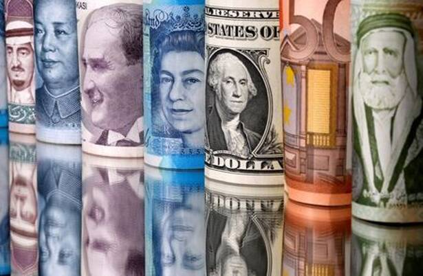 IMAGEN DE ARCHIVO. Billetes de riyal saudí, yuan, lira turca, libra esterlina, dólar estadounidense, euro y dinar jordano se ven en esta ilustración tomada el 6 de enero de 2020. REUTERS/Dado Ruvic