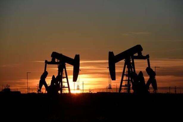 IMAGEN DE ARCHIVO. Balancines de extracción de crudo se ven en un campo petrolero en Midland, Texas, EEUU