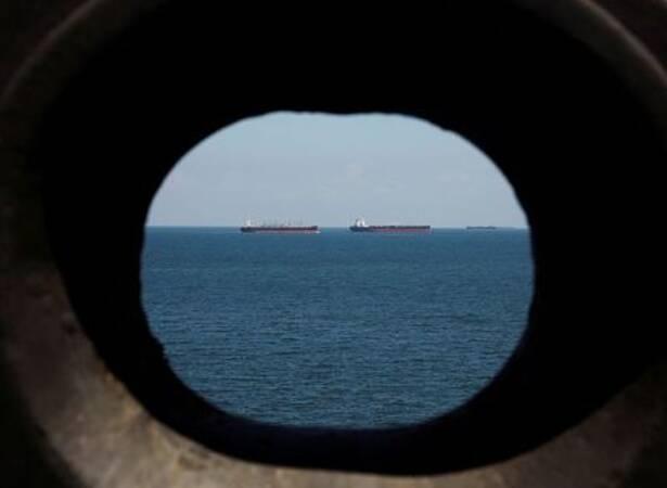 Imagen de archivo de buques petroleros en las costas frente a Tuas en Singapur