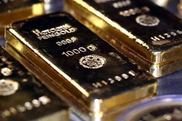 Barras de oro y monedas se apilan en la sala de cajas de seguridad de la casa de oro Pro Aurum en Munich, Alemania, 14 agosto 2019.