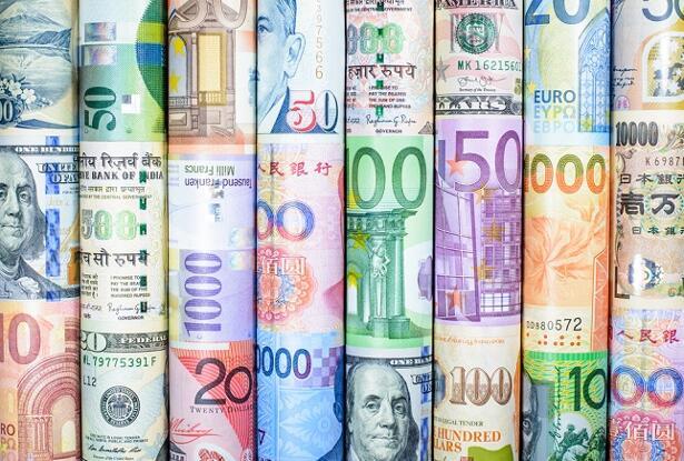 Currencies Wall
