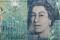 Eine Britische Pfund-Banknote hinter zerbrochenem Glas in einer Illustration,