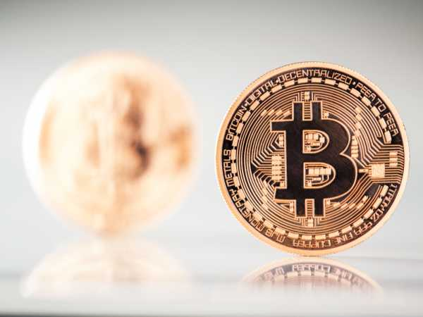 Bitcoin Lacks Momentum While Ethereum Rallies