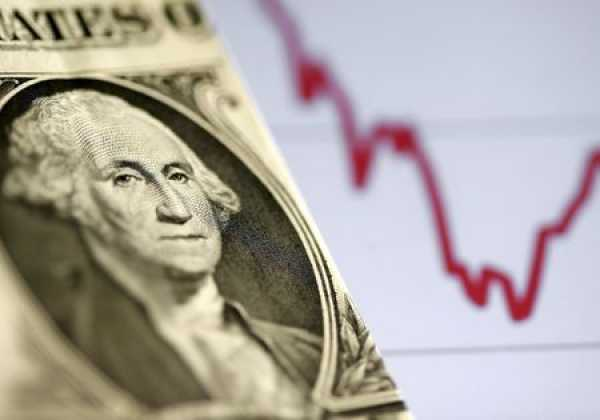 Dollar Holds Below One-Month High as Currency Markets Wait for Fed